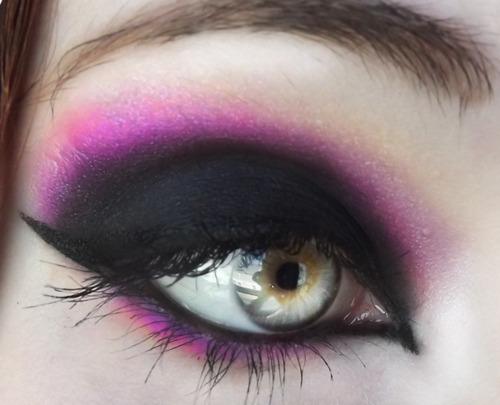 Fun Spooky Stuff and Trivia: Cool Halloween Eye Makeup - Really Cool Halloween Makeup
