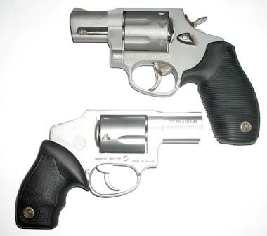 Dos pistolas