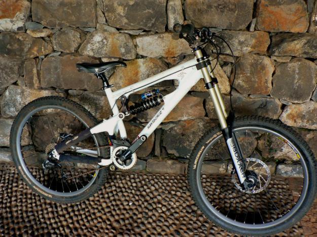 BCCN Brasil: Bikes de DOWNHILL