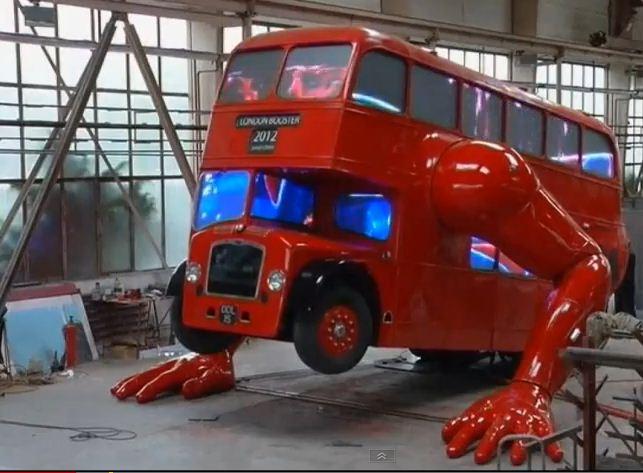 jeux olympiques de 2012 m me les bus imp rial feront des pompes vid o blogparfait. Black Bedroom Furniture Sets. Home Design Ideas
