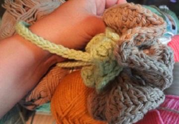 Free Crochet Pattern ~Carnation Poof Washcloth http://www.niftynnifer.com/2013/08/free-washcloth-carnation-poof-crochet.html #Crochet #Bathpoof #Crochetwashcloths