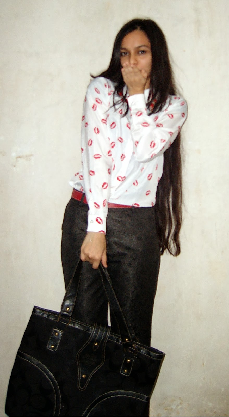 mumbai fashion blogger, how to wear quirky prints, lipstick print shirt, fashion trends in mumbai, statement jewellery