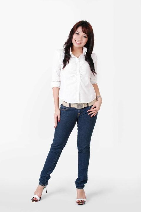 One Day With Mycelebrity TOP PHOTOS ACTRESS Dewi Noor Kumalasari