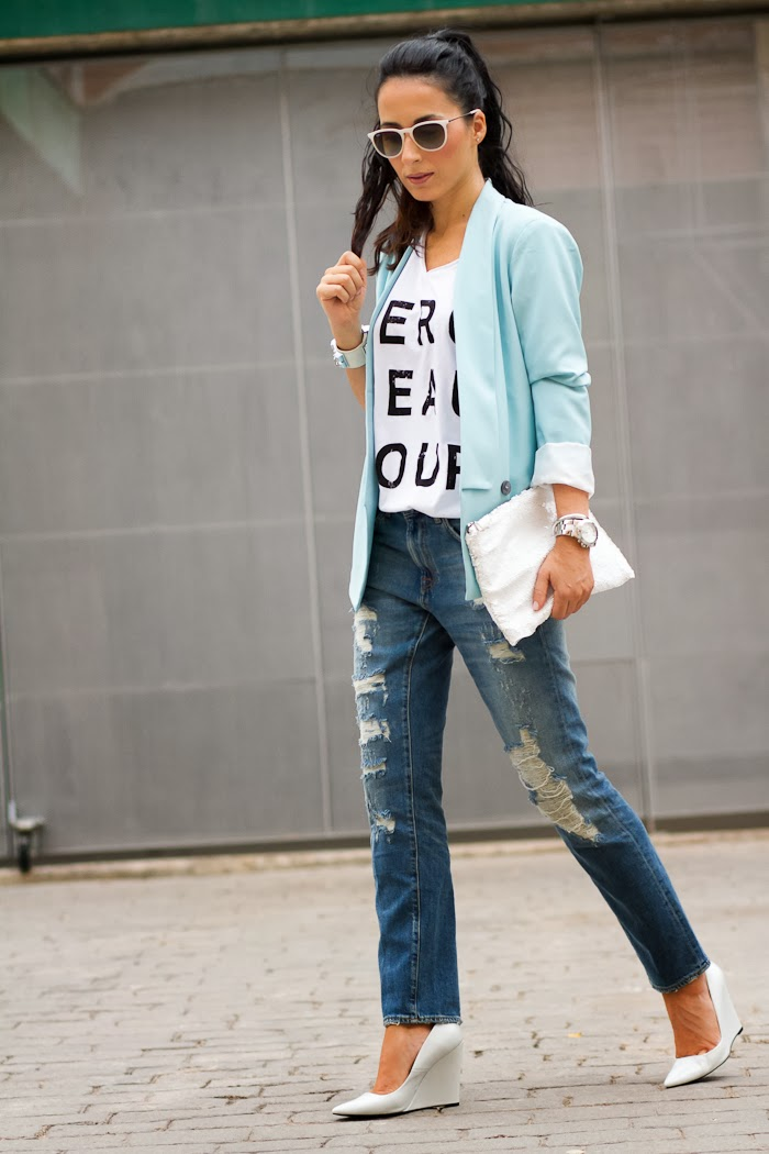 Fashion blogger WOWS with Distressed Jeans and White wedges