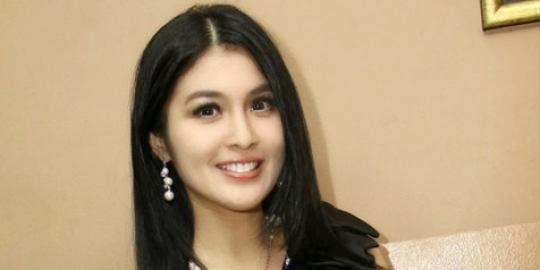 Sandra Dewi as Cinderella