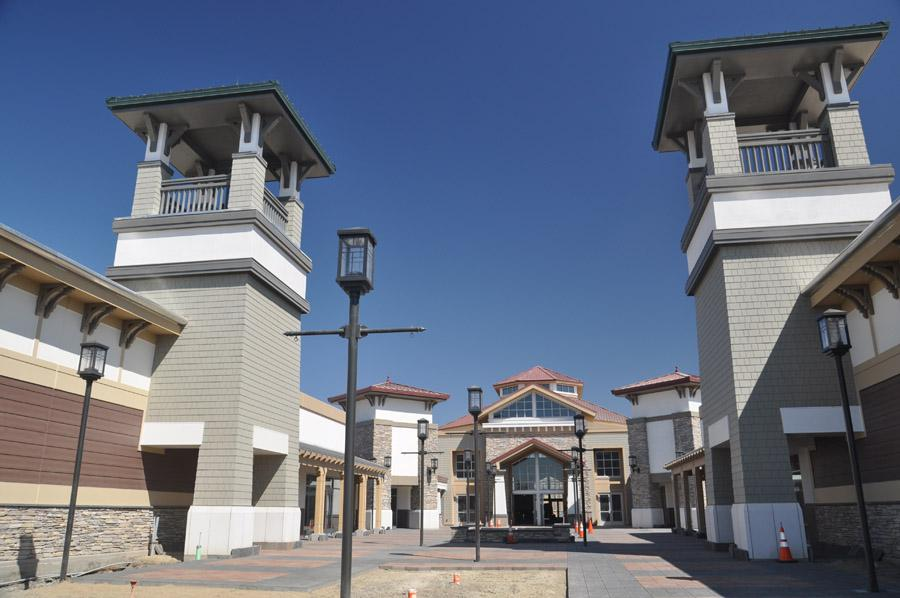 Oct 06, · Had no idea they changed the name of this outlet mall. Always thought of it as Paragon, and then Livermore Outlet. Turns out that they are now called San Francisco Premium Outlet.4/4().
