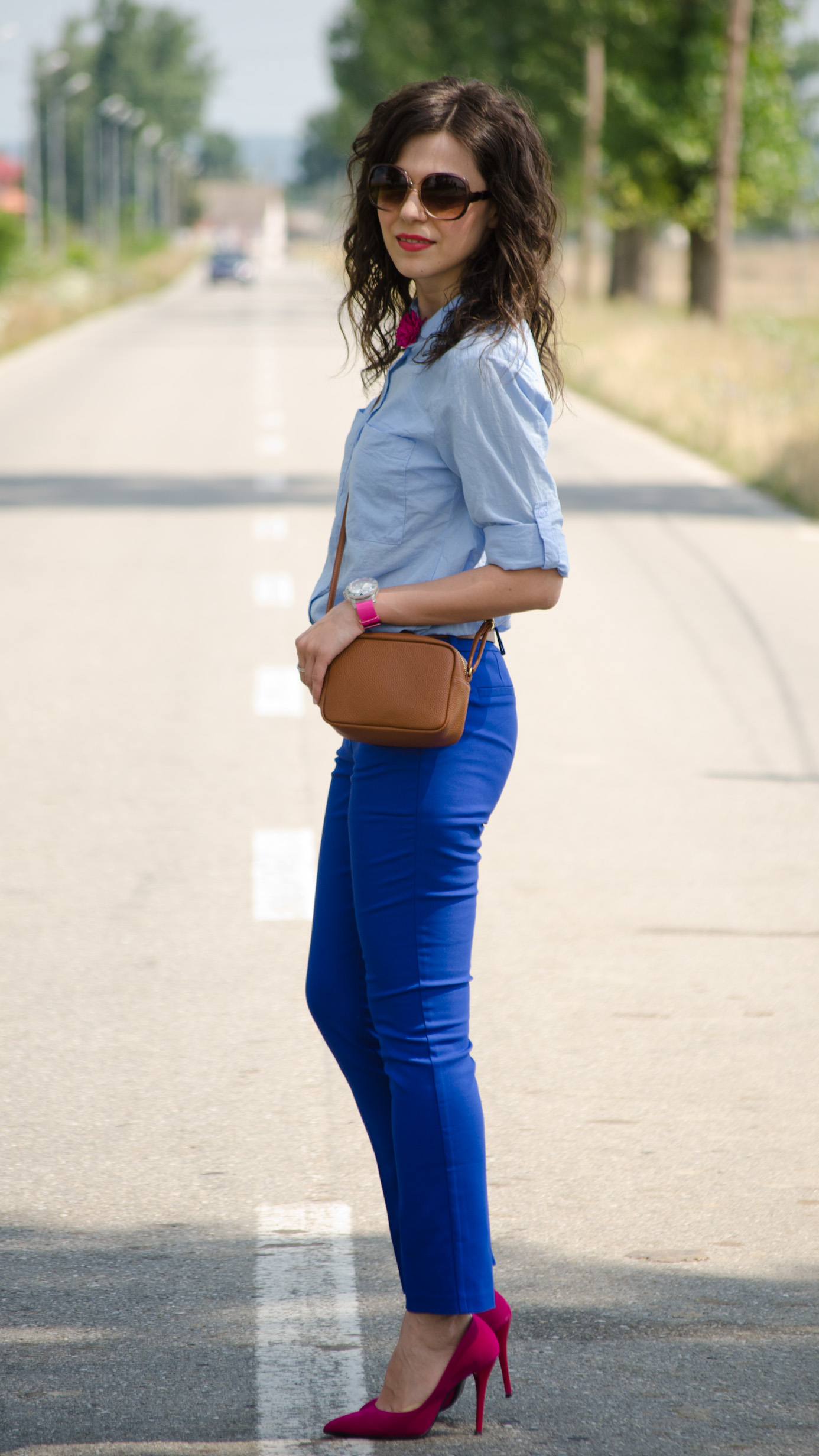 cobalt blue pants koton loose blue boyfriend shirt fuchsia shoes brown beld bag H&M