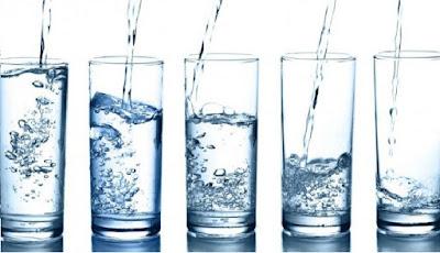 cara minum air yang benar