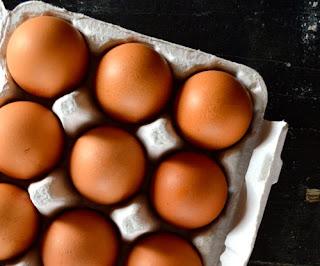 Cách làm tôm chiên trứng thơm ngon lạ miệng2