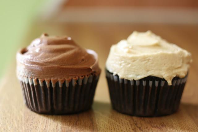 The Vanilla Bean Blog   vegan chocolate cupcakes with ...
