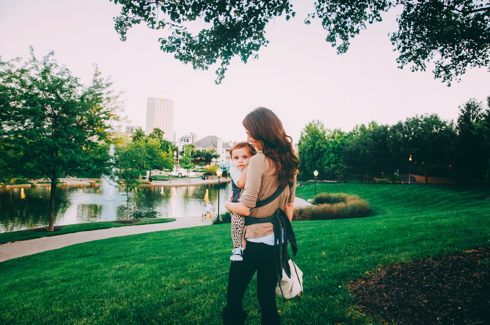 babywearing at indianapolis downtown family session