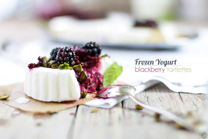 Frozen Yogurt Tartlettes with Blackberry compote