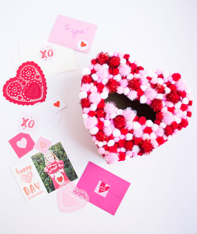 Pom-pom heart Valentine card holder