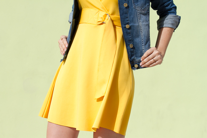 Details Belt neoprene yellow dress