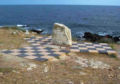 Памятный знак на Тарханкуте в честь первого подводного дома