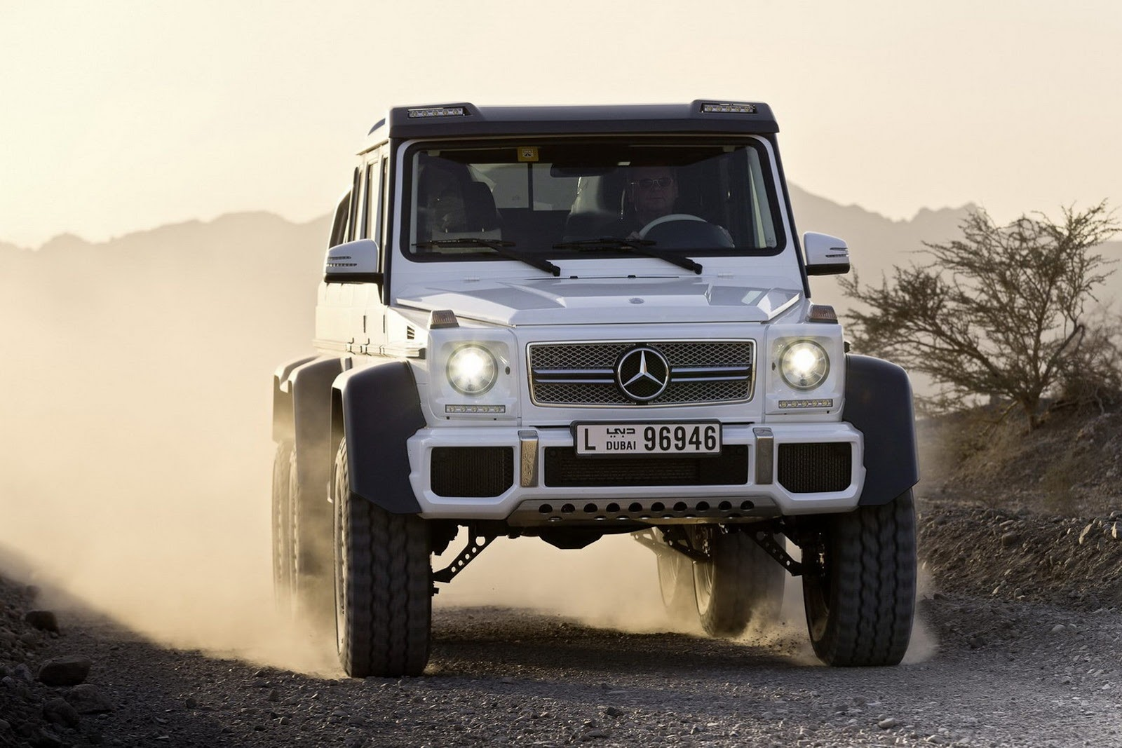 Mercedes benz g63 amg 6x6 pickup autooonline magazine for Mercedes benz g63 6x6 amg