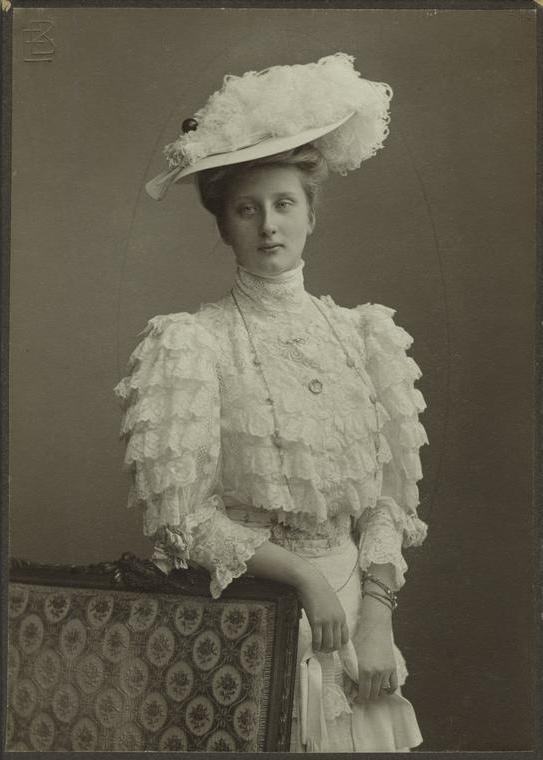 Ruffles Through the Eras ~ 1900s  #antique #1900s #fashion #ruffle