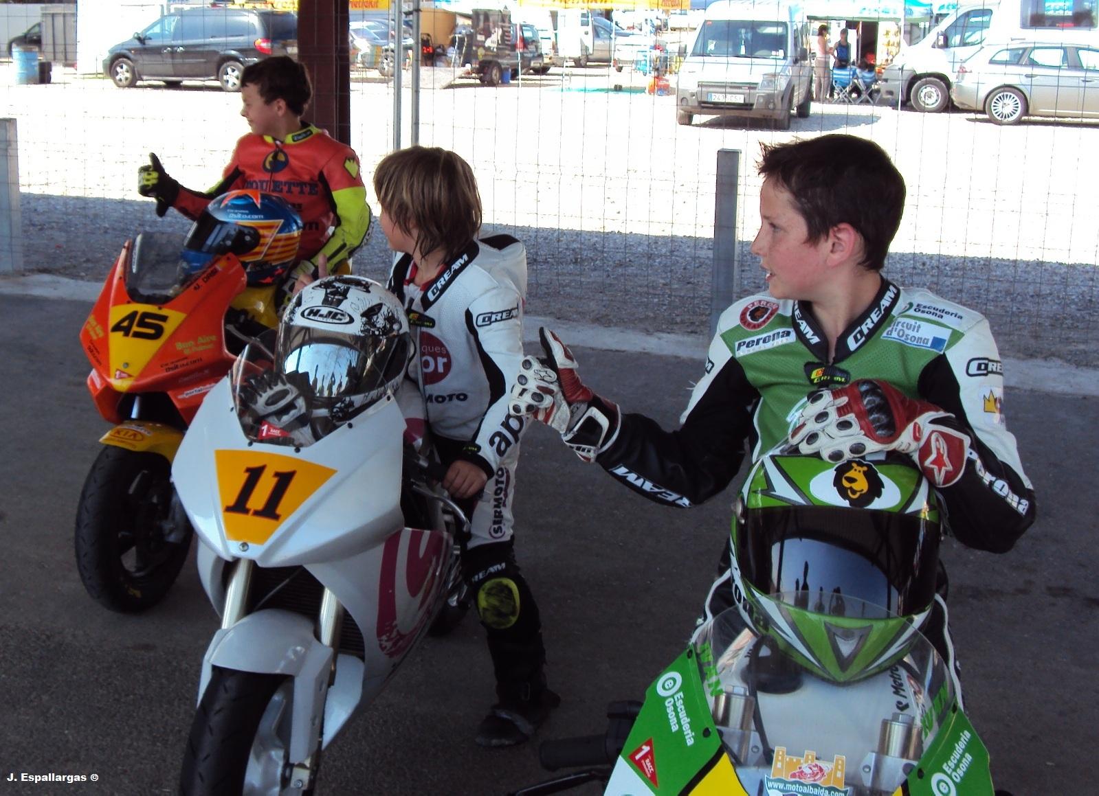 Circuito De Alcarras : Motociclismo racing cat de jordi espallargas