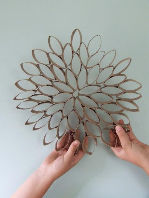 ideas brillantes para el hogar decoracion mural con conos de papel. Black Bedroom Furniture Sets. Home Design Ideas