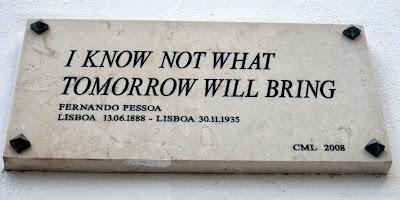 Placa evocativa das últimas palavras de Fernando Pessoa