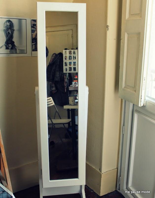 Miroir range bijoux casa simple fabulous ikea with for Casa miroir bijoux