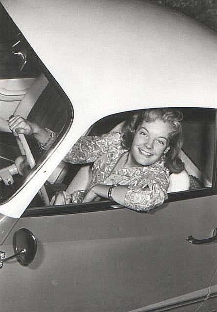 Je cherche de l'aide sur Karmann Ghia jusqu'en 1959 KG-Stars-01e