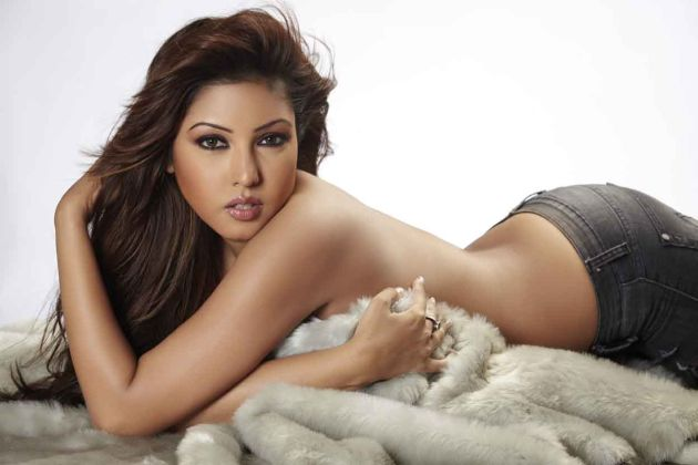 hot  pics of  Komal Jha