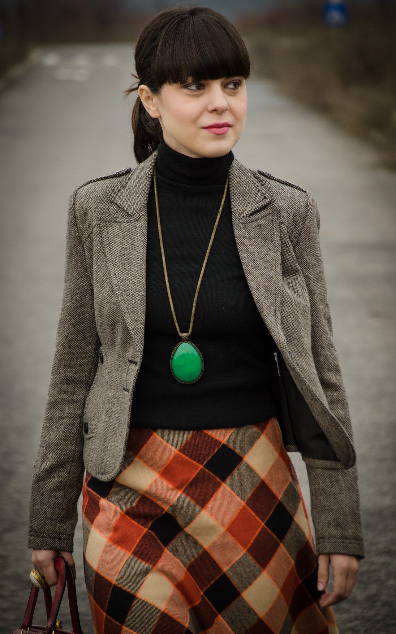a-line checkers skirt 70s black turtleneck vintage thrifted koton burgundy shoes handbag high heels statement green jewlery necklace