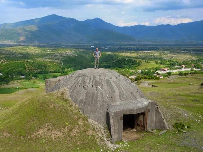 Albanian: bunkerët