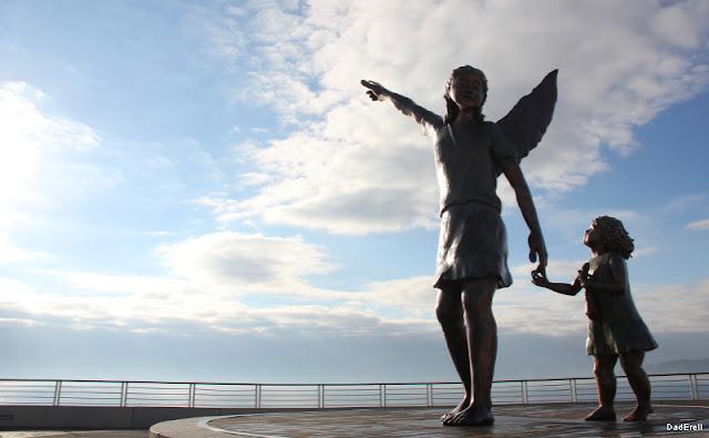 Statue archange Raphaël et Tobie à Saint Raphaël