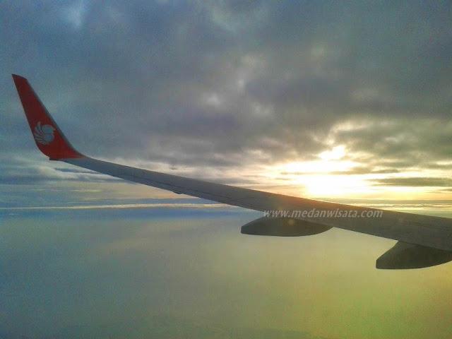 Sunrise di Atas Awan
