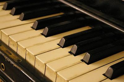 """<img alt=""""Instrumenty akustyczne"""" src=""""instrumenty-akustyczne.jpg"""" />"""