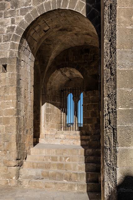 Castillo de Loarre  :: Canon EOS5D MkIII | ISO200 | Canon 24-105 @40mm | f/13 | 1/100s
