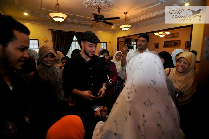 Maher Zain With His Wife And Daughter http://sakinah-omar.blogspot.com/2011/02/sakinah-omar-and-maher-zain.html