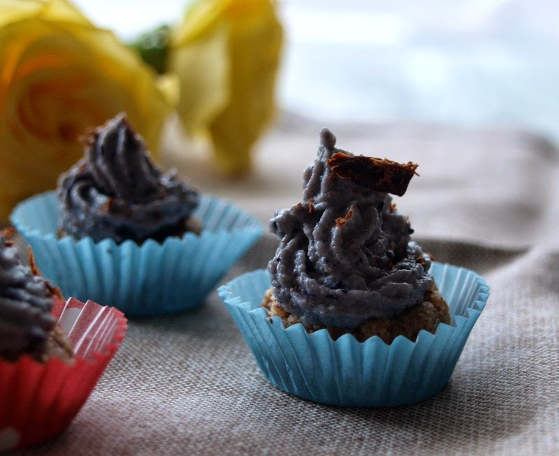 RAW, FIT & HAPPY: MINI BLUEBERRY CUPCAKES
