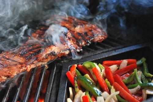 Grill skirt steak and veggies on kamado grill
