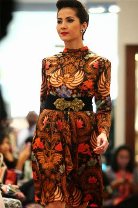 gaun malam batik