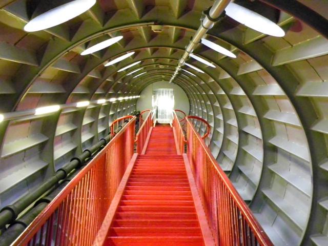 Tramos de escaleras dentro del Atomium