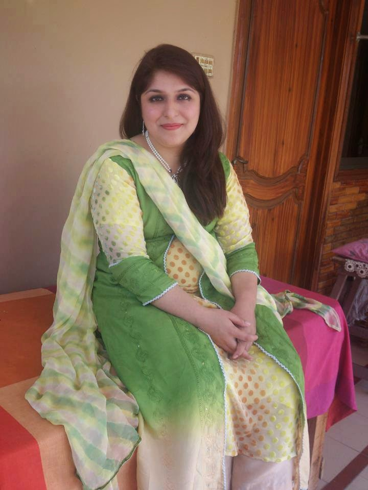 Beauty Of Pakistani Desi Housewife And Girls Photos