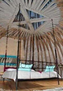 http://www.lamontagne.fr/auvergne/actualite/departement/puy-de-dome/puy-de-dome-local/2014/07/27/chambres-dhotes-et-salle-de-reception-la-seconde-vie-du-chateau-des-martinanches_11094097.html