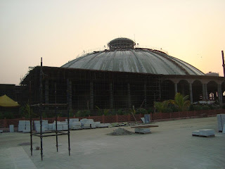 Jagadguru Kripaluji Maharaj establishing sadhana hall in Mangarh