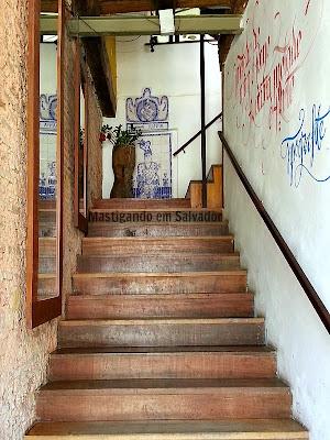 Romã Restaurante Natural: Escada de acesso