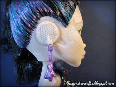 Elle Eedee ear