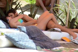 Samara Felippo namora com o comediante Elidio Sanna, que faz parte do grupo Os Barbixas. Os dois, que assumiram o relacionamento no começo deste ano, estão tão apaixonados que nem mesmo a distância atrapalha o amor dos dois. Ele mora em São Paulo e a atriz no Rio de Janeiro, mas o casal não perde uma oportunidade de ficar juntinho!