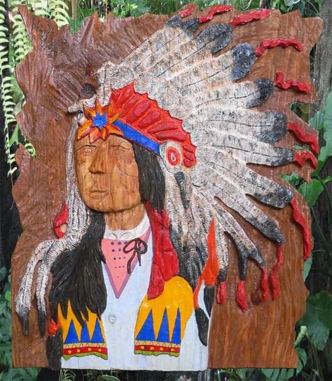 Índio entalhado em madeira