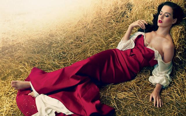 Katy Perry con Vestido Rojo
