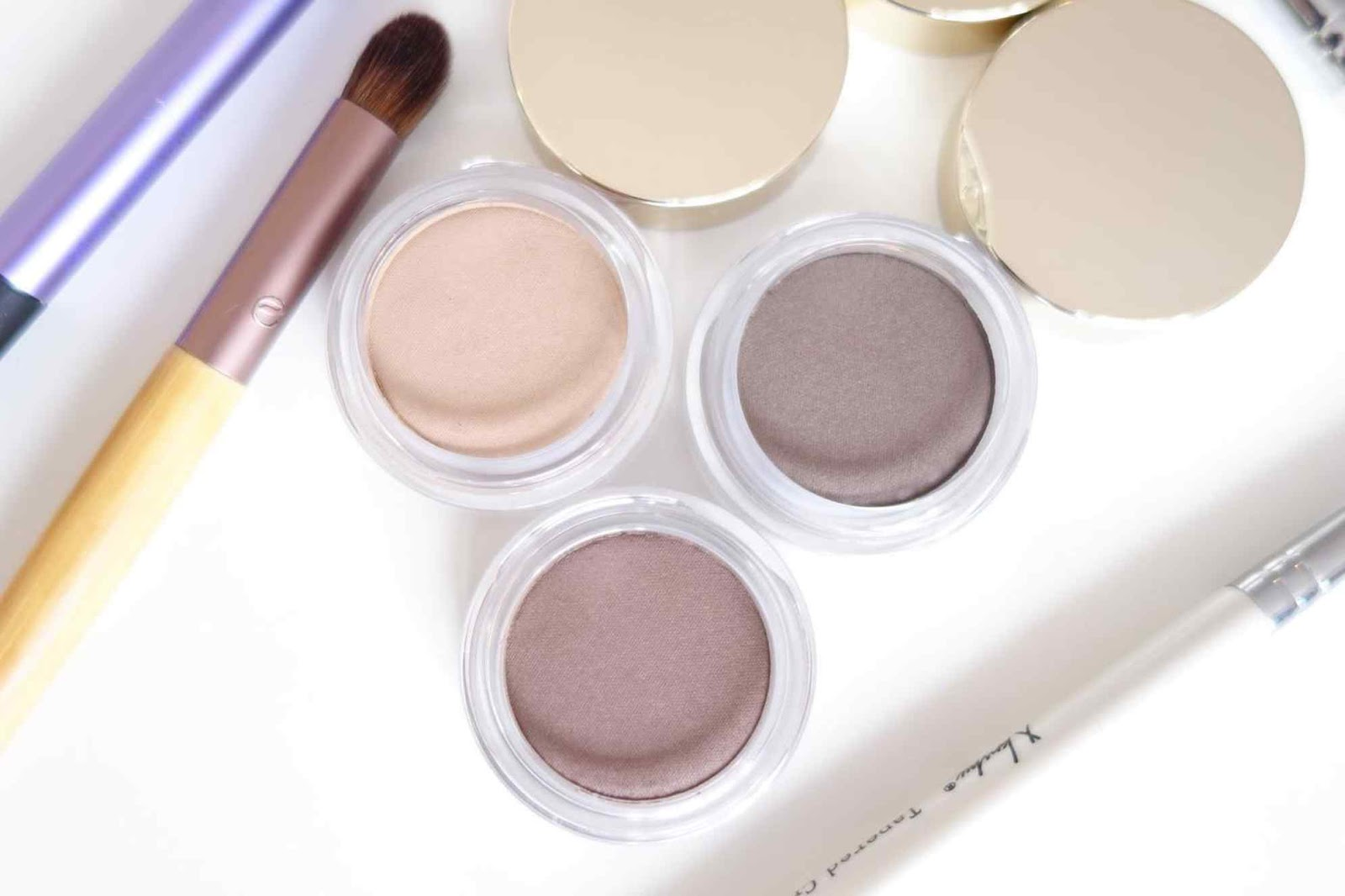 Clarins-Ombre-Matte-Cream-to-Powder Eyeshadow-Taupe-Rosewood-Nude-Beige-Review-and-Swatches