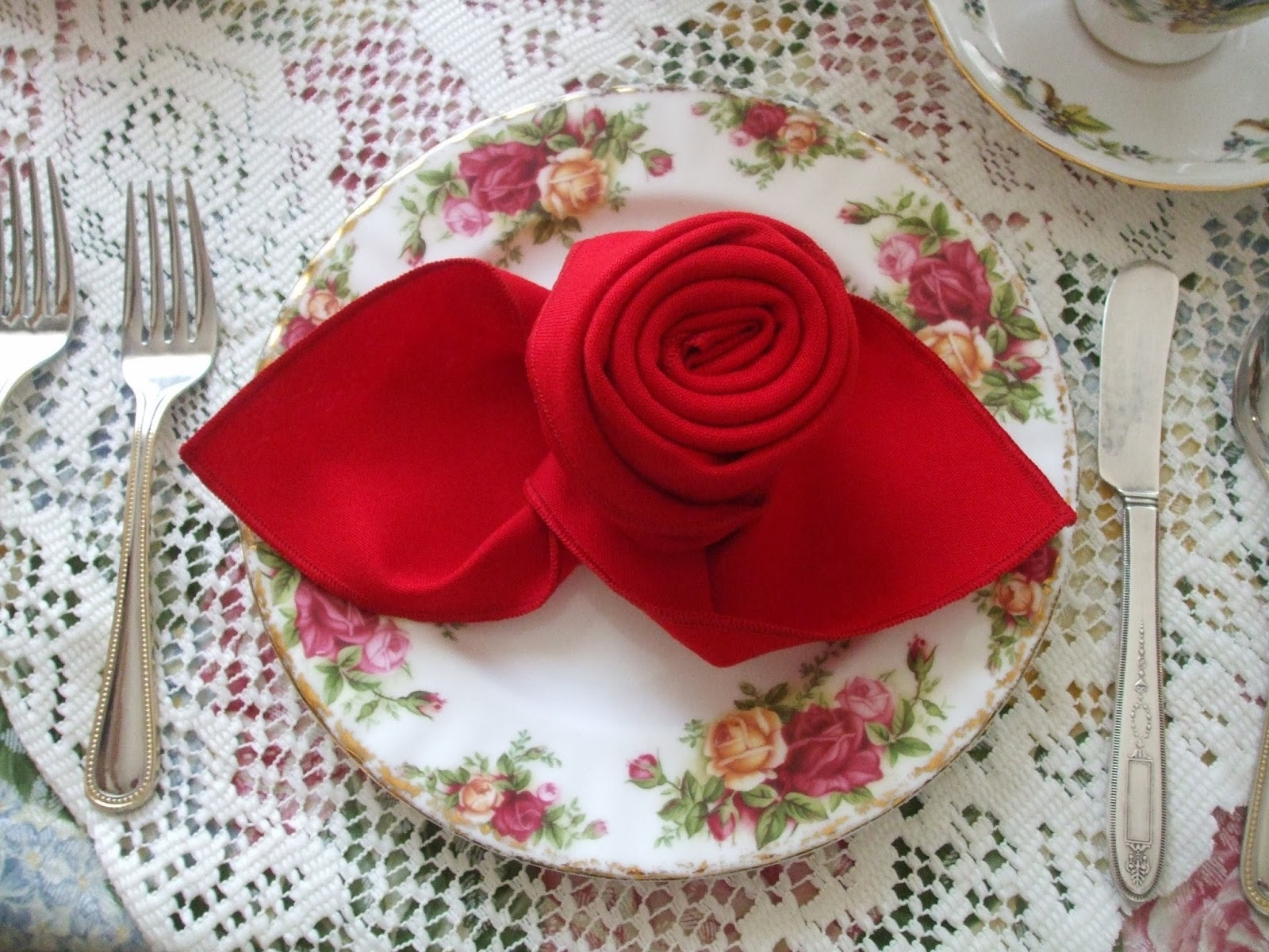 rosemary 39 s sampler napkin folding a rose. Black Bedroom Furniture Sets. Home Design Ideas