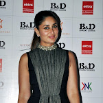 Kareena Kapoor Looks Hot At The Hair & Make-Up Awards 2013