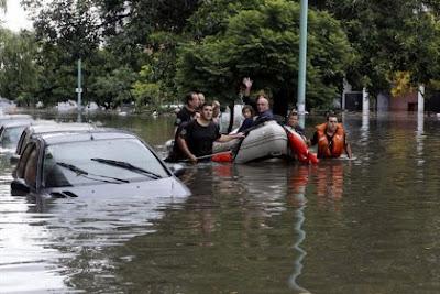 Tres muertos por inundaciones en Argentina